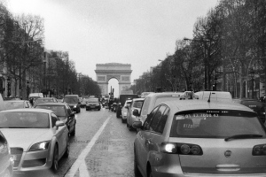 Avenue des Champs Elysées, with traffic (and a common sight just like any other popular places on earth.