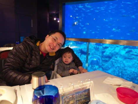 Having lunch inside a big fish tank in Ocean Park.