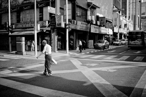 Leica Street, Black and White, M240, Voigtlander Nokton 35mm 1:1.2 VM II ASPH