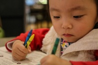 Annabelle loves drawing. and she already knows how to hold a pen, both left and right hand!! Clever girl!